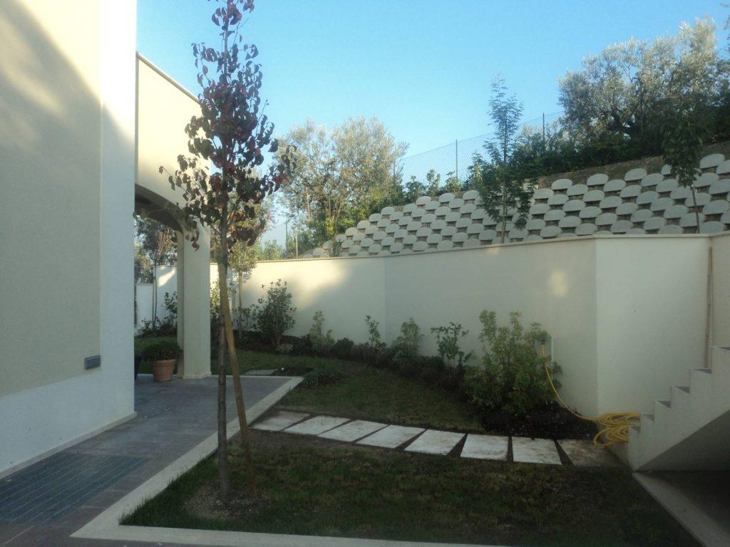 Manutenzione giardini 2 eco services for Manutenzione giardini